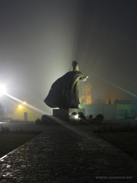 Pomnik papieża Jana Pawła II w Dębicy