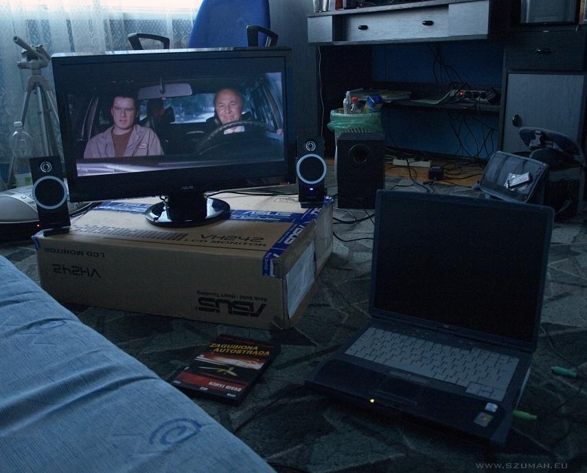 "Film ""Zagubiona autostrada"" + Asus VH242"