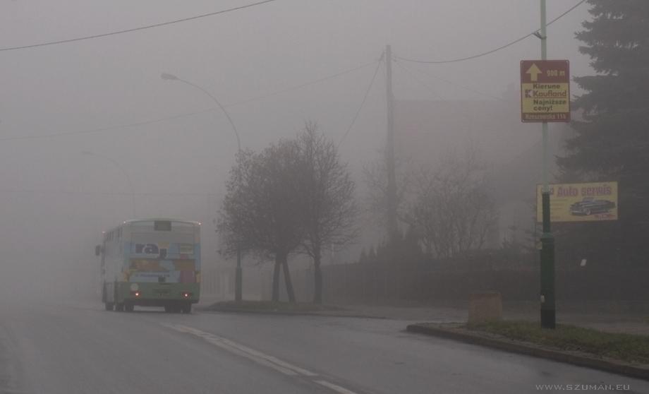 Miasto we mgle - zdjęcia
