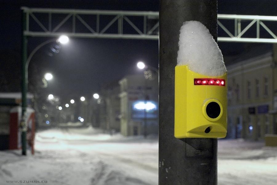 Spacer po mieście zimową nocą - foto