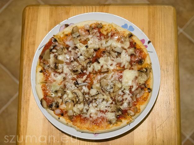 Pizza Destino z Pieczarkami tuż po podgrzaniu w mikrofalówce