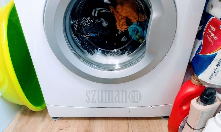 Cieknie woda, choć pralka nowa? Oto dwie możliwe przyczyny