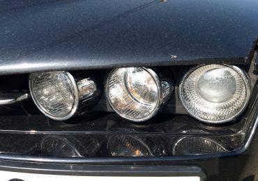 Alfa Romeo 159: Jak wyjąć z klosza żarówkę przedniej postojówki?